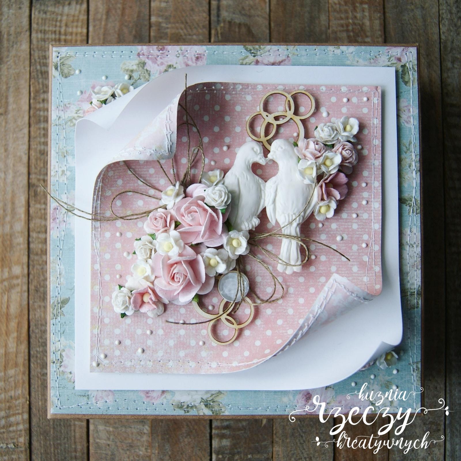 Rozdanie, candy w Kuźni Rzeczy Kreatywnych. Do zdobycia jeden z dwóch ślubnych zestawów, składających się z kartki i pudełka.