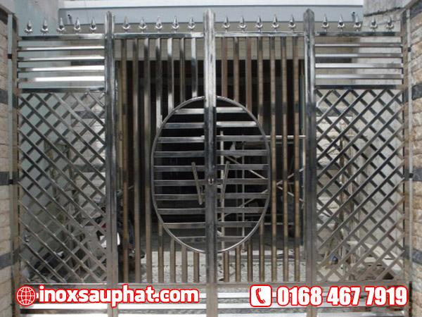 Xưởng làm cửa cổng inox ở TPHCM