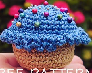 http://translate.google.es/translate?hl=es&sl=en&tl=es&u=http%3A%2F%2Fcraftiemarie.blogspot.com.es%2F2013%2F03%2Fpatron-alfiletero-cupcake.html