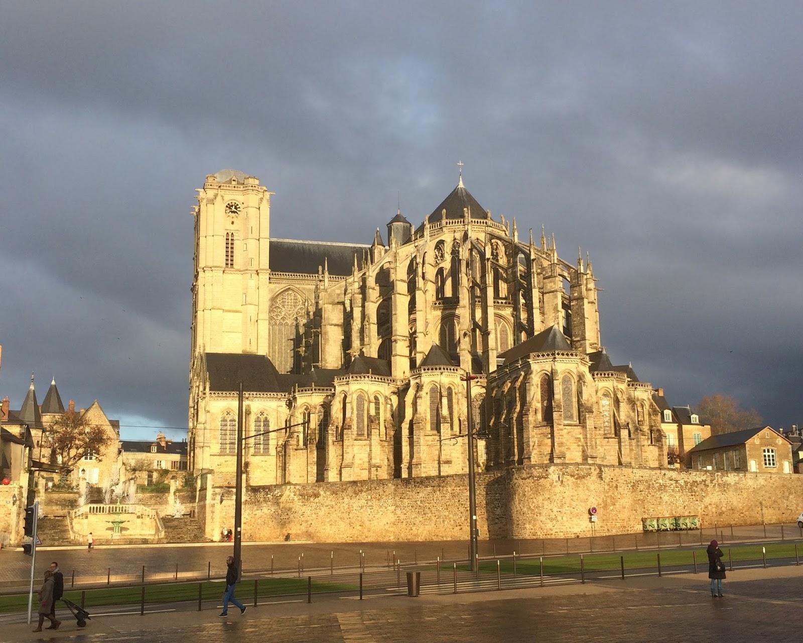 le mans - la cathédrale et le quartier des jacobins | cavalier