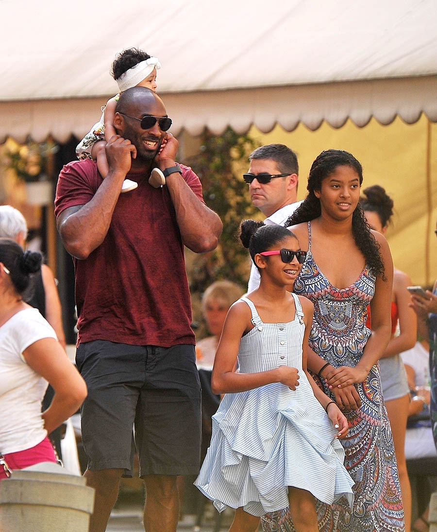 Stunning photos of Kobe Bryant and his family on vacation ...