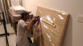Warih Homestay : Proses Drill Untuk Memasang Bracket Di Bilik Utama