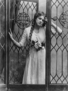 Dame Gladys Cooper by Alexander Bassano, half-plate negative, 1910 National Portrait Gallery, London.
