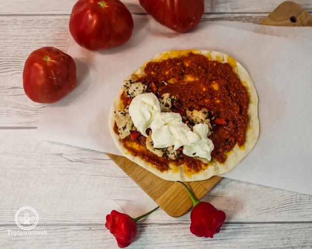 Piadine italienisches Fladenbrot mit Hähnchen Pesto Rosso Mascarpone - Foodblog Topfgartenwelt