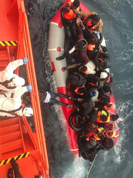 Actuación de Salvamento Marítimo, rescatando inmigrantes aguas  del Atlántico 17 junio 2018