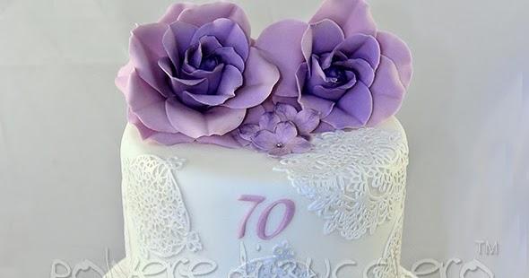 Torta a due piani co rose lilla e ortensie lilla per una for Piani di una camera per gli ospiti