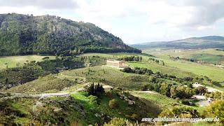guia brasileira segesta templo vista sicilia - Área arqueológica de Segesta na Sicília