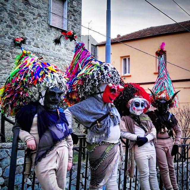 le maschere cornute del carnevale di aliano, il rumit del carnevale di satriano di lucania, i campanacci di san mauro forte, il carnevale della Basilicata, piatti tradizionali del carnevale lucano