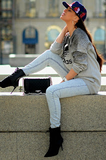 http://tamarachloestyleclues.blogspot.nl/2015/03/streets-of-paris-with-adidas.html