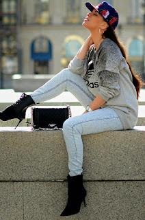 http://tamarachloestyleclues.blogspot.nl/2015/03/streets-of-paris-with-adidas.html