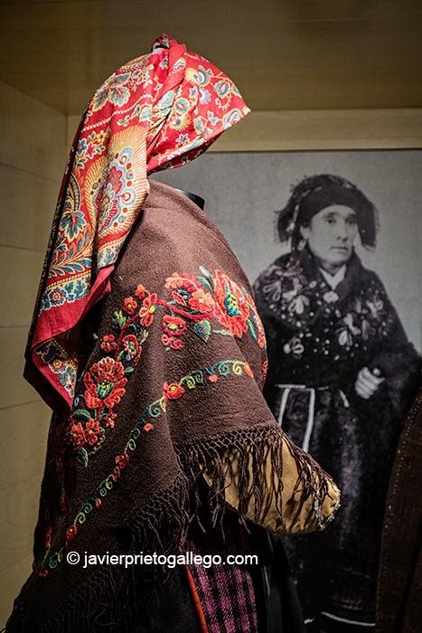 Trajes tradicionales leoneses. Museo Etnográfico Provincial de León. Mansilla de las Mulas. León. Castilla y León. España. © Javier Prieto Gallego