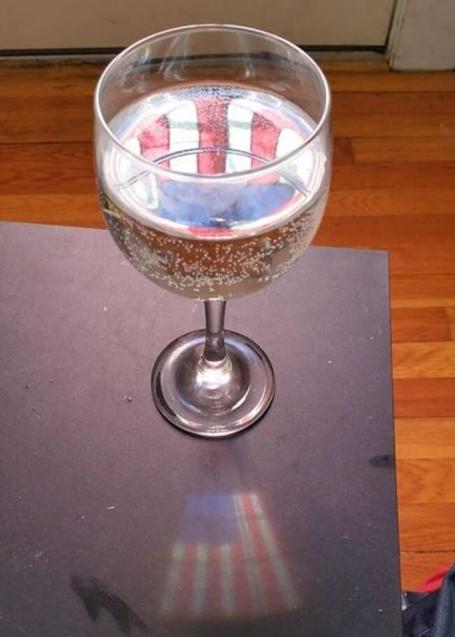 These 25 Highly Confusing Images Made Us Think Twice - The glass is an American patriot.