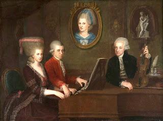 """Retrato de familia: Maria Anna (""""Nannerl"""") Mozart, su hermano Wolfgang, su madre Anna Maria (medallón) y padre, Leopold Mozart, por Johann Nepomuk della Croce (1736-1819)."""