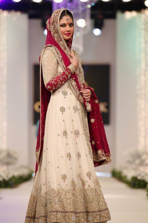 Latest Fashion Trend In Saree: Fashion World Latest Fashion: Bridal Frocks Fashion Styles