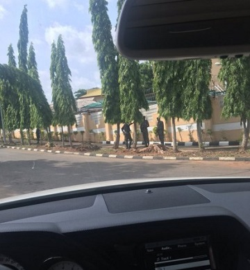 Armed EFCC Officials Lay Siege At Fani-Kayode's Abuja Home; See Photo