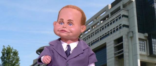 Emmanuel Macron en bébé banquier dans Les Guignols