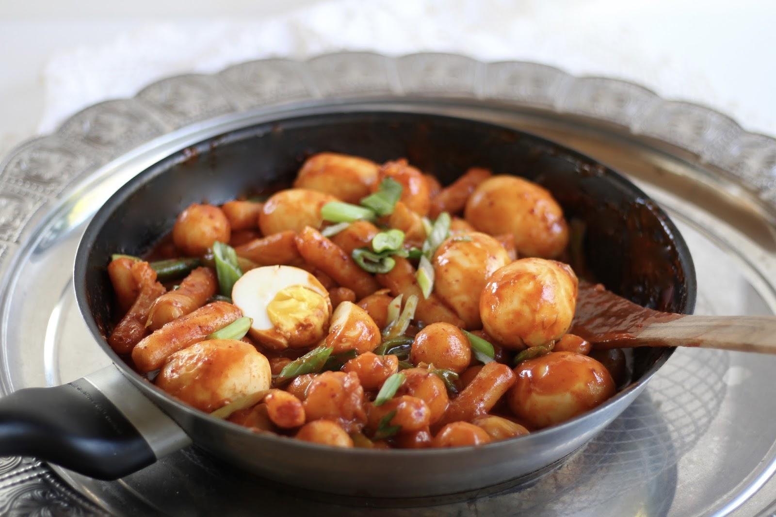 Koreanisch kochen: Tteokbokki - Scharf-würzige Reiskuchen - Hot & Spicy Ricecakes