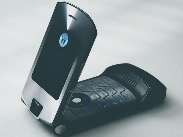 The Motorola Razr is coming back as a $1500 Foldable Smartphone In February 2019.