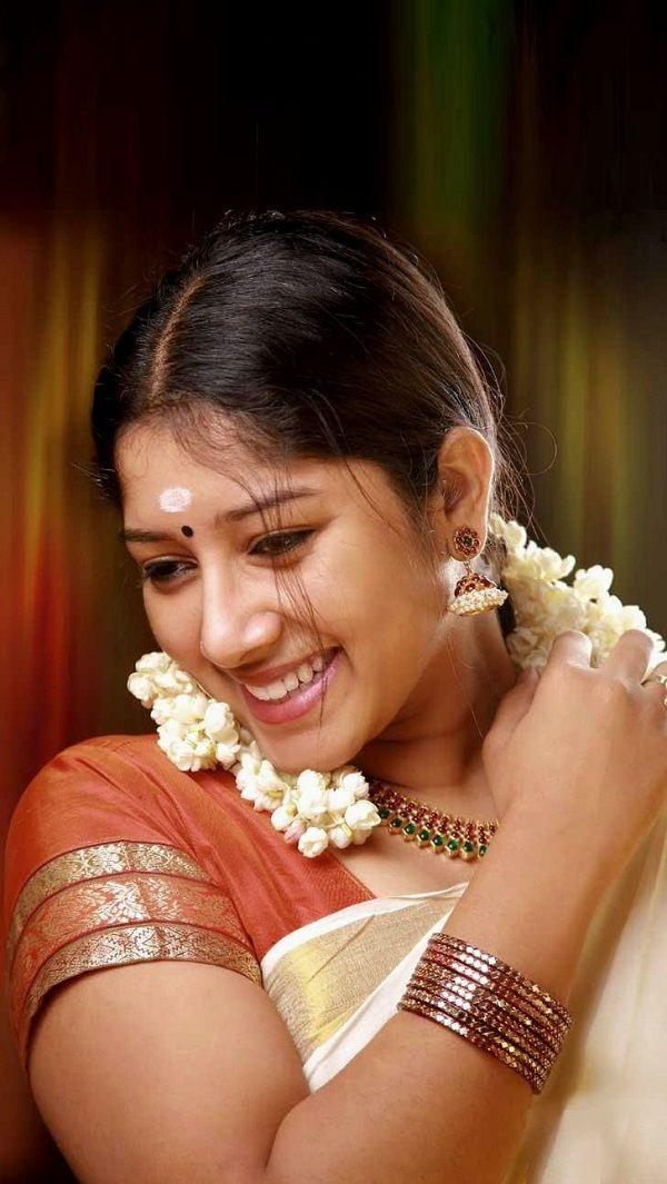 Anumol In Saree  Photos  Malayalam Movie