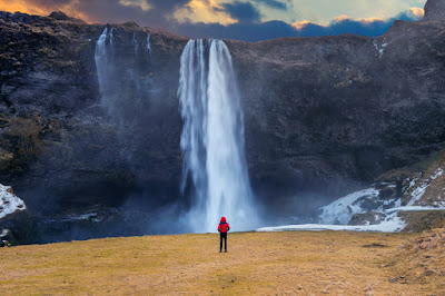 La cascade Seljalandsfoss d'Islande
