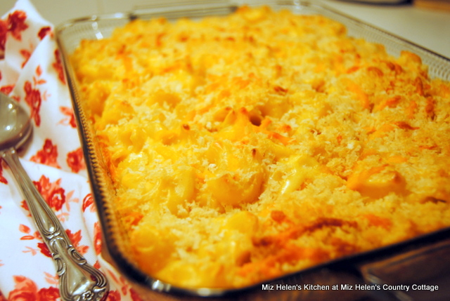 Nana's Mac N Cheese at Miz Helen's Country Cottage