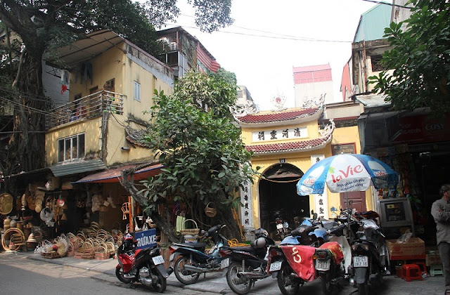 Life in Hanoi's Old Quarter2