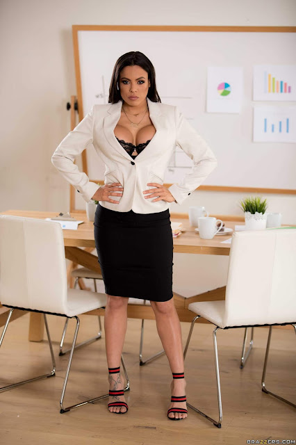 Luna-Star-%3A-Hot-Negotiations-%23%23-BRAZZERS-r7agbh47sd.jpg