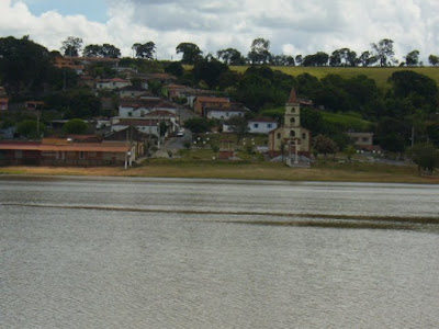 MACAIA / MINAS GERAIS - Num belo vale verdinho, cercado de água azulinha com jeitinho de cidade beira mar
