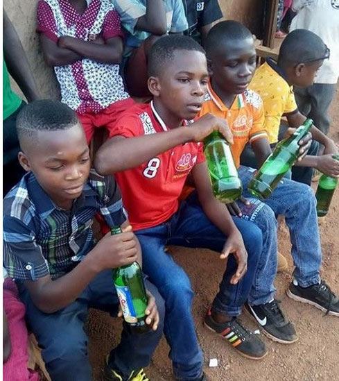 You need to see this pic of Nigerian teenagers gulping alcohol