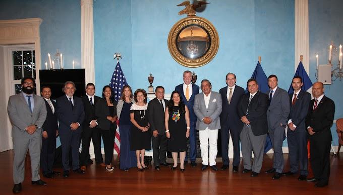 Castillo encabeza reunión de cónsules latinos con alcalde de NY en la que trataron tema migratorio