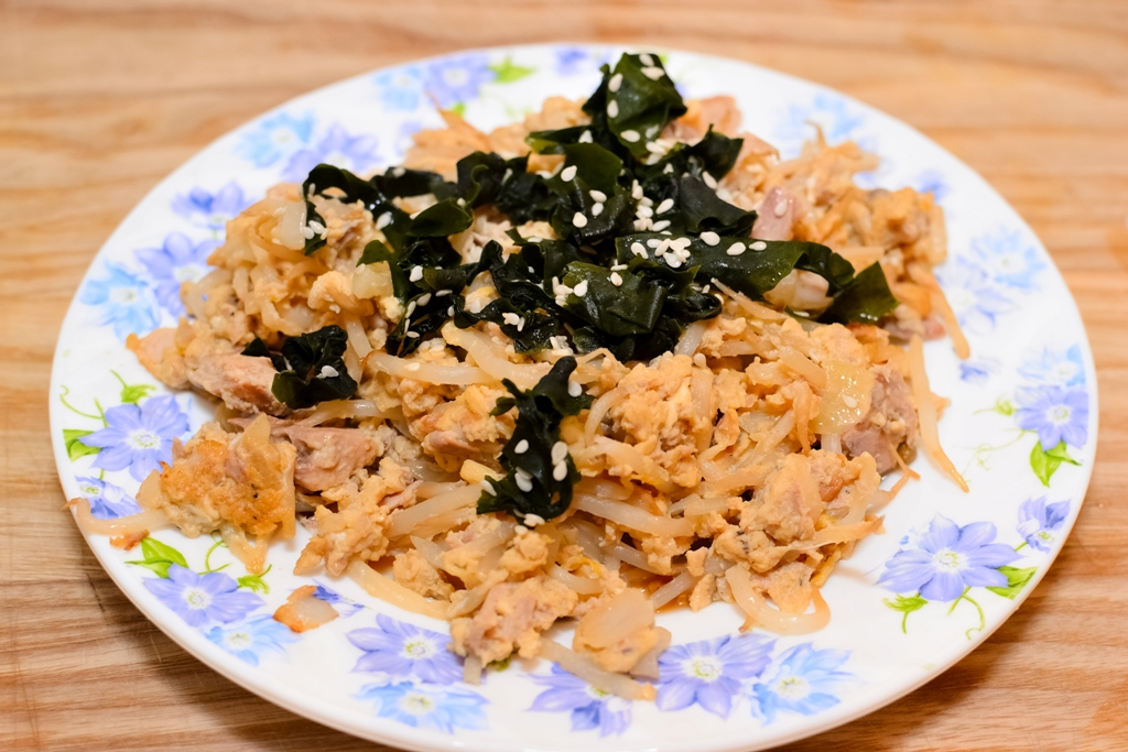 How to differ canned tuna flakes in vegetable oil or in for Tuna fish nutrition