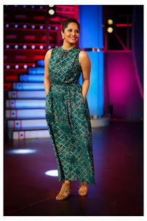 TV Anchor Anasuya Pictureshoot In Sleeveless Green Gown (3)