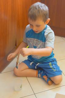 Dziecko na Warsztat z papierem