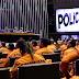 CÂMARA HOMENAGEIA POLICIAIS E BOMBEIROS MILITARES EM SESSÃO SOLENE