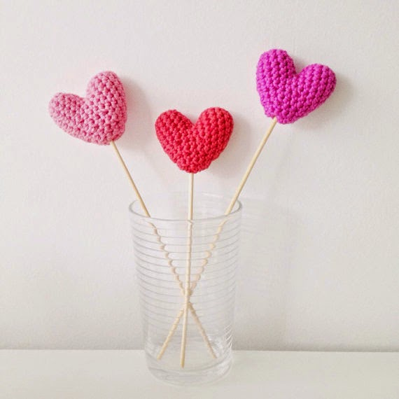 http://annemarieshaakblog.blogspot.nl/2015/03/crochet-hearts-pattern.html