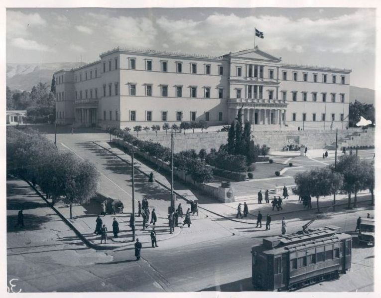 http://3.bp.blogspot.com/-PgS7JHCmpts/USdJ3qCHviI/AAAAAAAAHDo/K4gO1i4ohAY/s1600/Syntagma+Palace+1946.JPG
