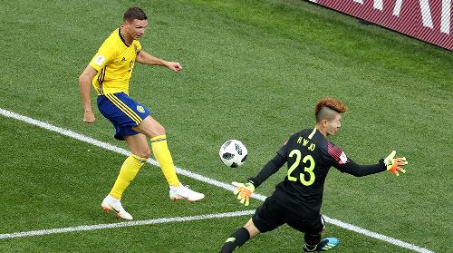 السويد تحقق فوزا غاليا على كوريا الجنوبية 1-0