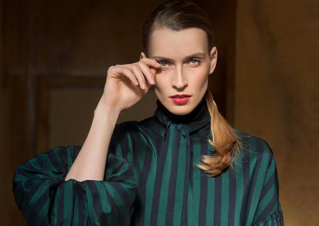 Portada de la web de la modelo sorda Carola Insolera (Carola Wisny de soltera)