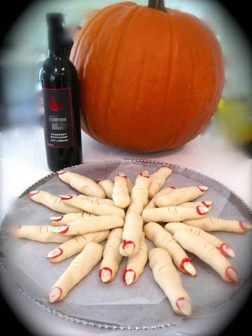 Cách làm bánh quy ngón tay cho lễ Halloween
