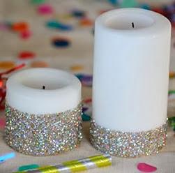 http://manualidadesreciclables.com/10520/velas-decoradas-con-brillantina