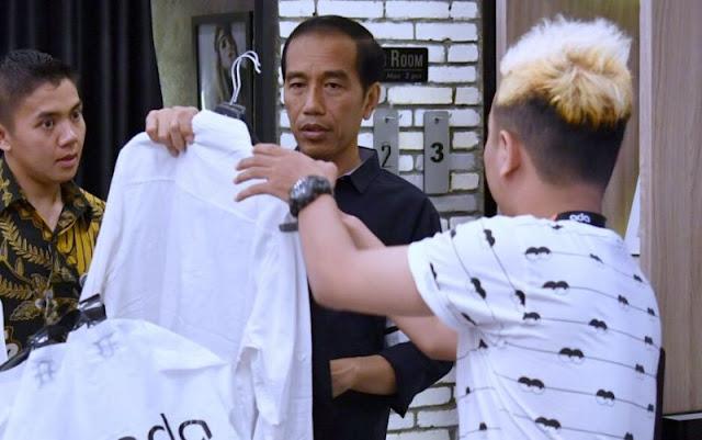 Beli Kemeja Putih Seharga 179 Ribu, Jokowi Minta Diskon?