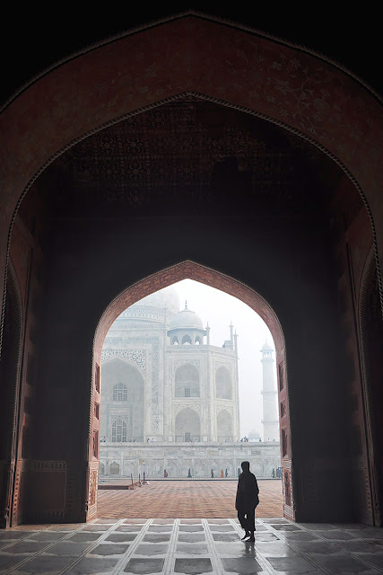 taj mahal mosque agra early morning mist fog