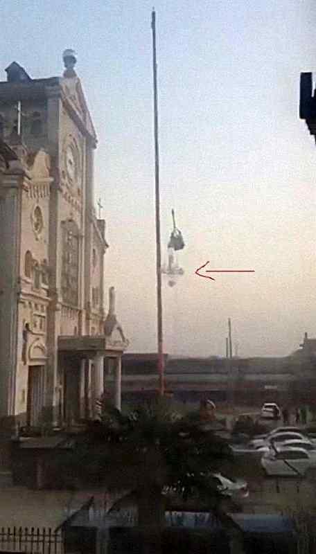 Cruz da catedral de Shangqiu arrancada pela perseguição socialista.
