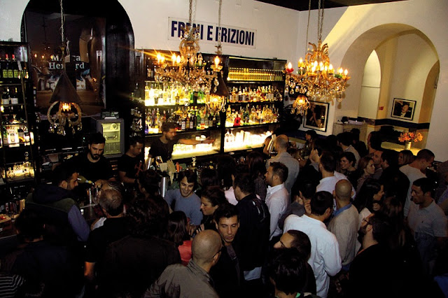 Clientes no bar Freni e Frizioni