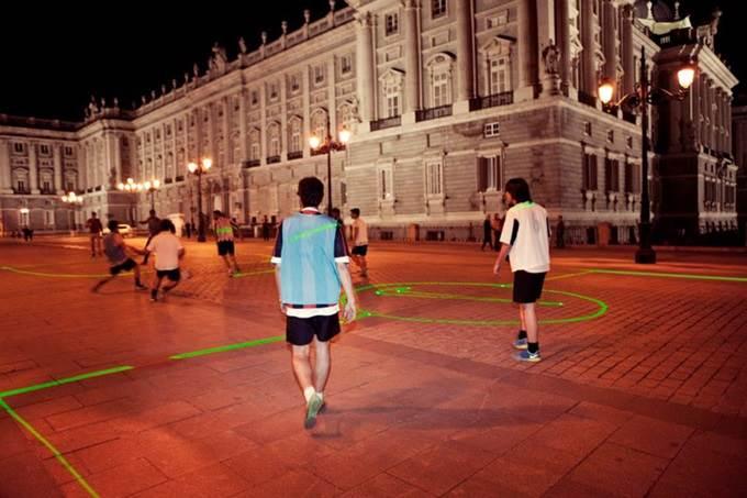 padang laser waktu malam