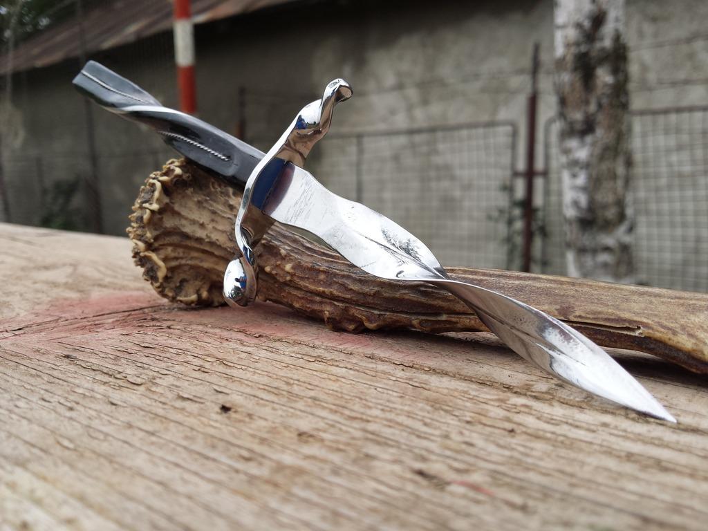 Twisting Daggers
