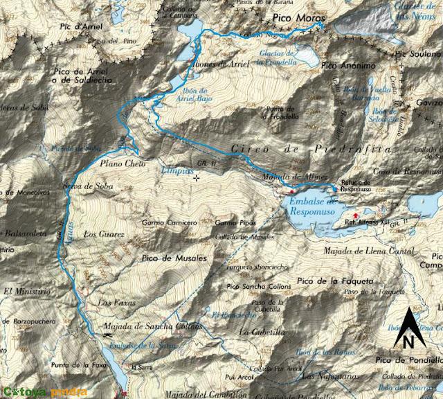 Ruta señalizada en el mapa IGN al pico Balaitús en Pirineos