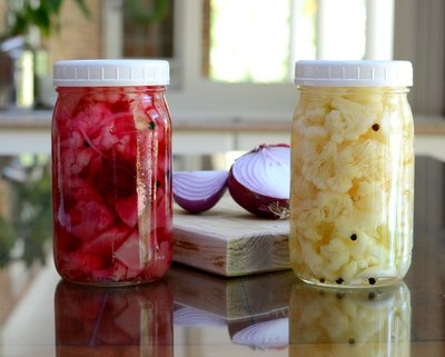 Cauliflower Refrigerator Pickles, more quick pickles ♥ AVeggieVenture.com. No canning required. Vegan. WW Friendly. Budget Friendly.