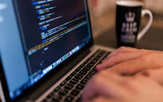 أفضل 3 برامج لكتابة أكواد لغات البرمجه