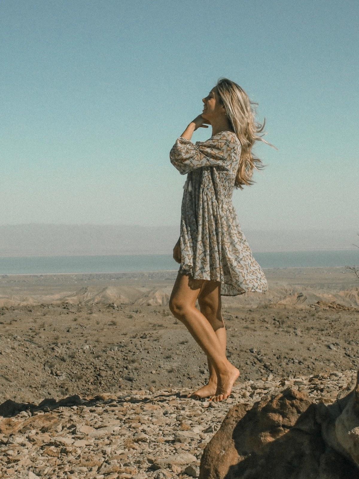 girl dress bohemian look outfit desert
